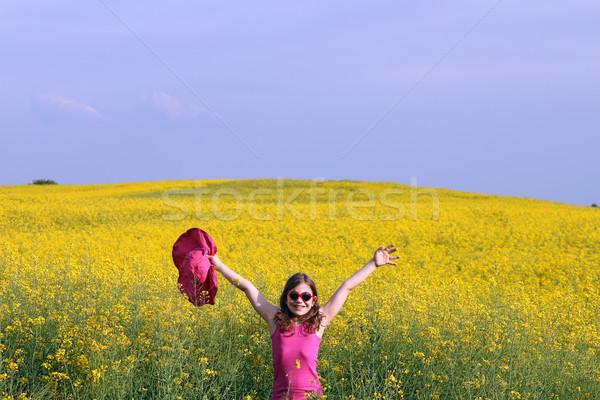 Feliz nina las manos en alto campo verano temporada Foto stock © goce