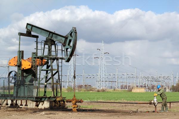 Petróleo campo industria trabajador Foto stock © goce
