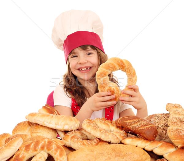 Mutlu küçük kız pişirmek tuzlu kraker ekmek kız Stok fotoğraf © goce
