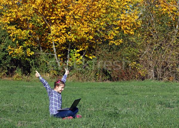 Boldog kislány remek laptop park ősz Stock fotó © goce