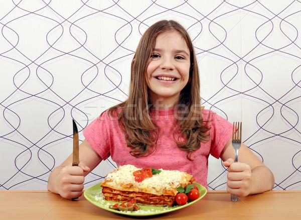 Boldog kislány lasagne asztal mosoly sajt Stock fotó © goce
