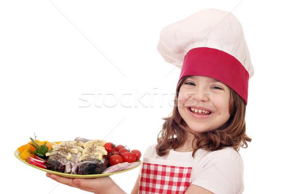 Stok fotoğraf: Mutlu · küçük · kız · pişirmek · alabalık · balık · salata