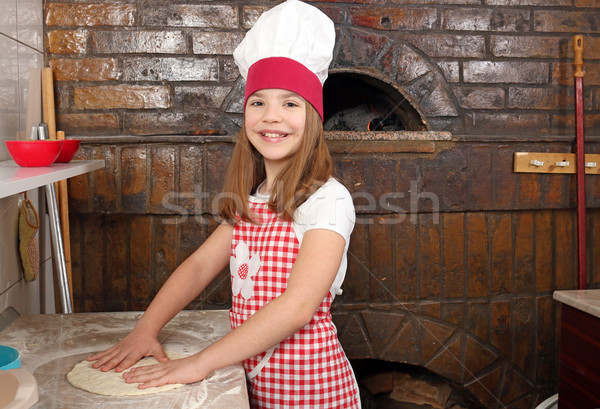 Little girl cozinhar real pizza pizzaria feliz Foto stock © goce