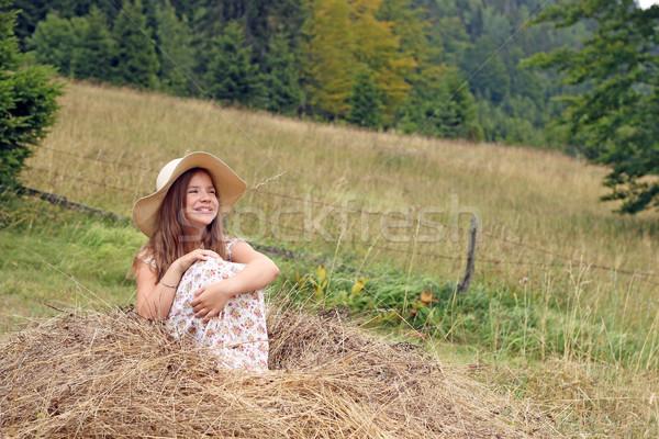 счастливым девочку сидят сено девушки улыбка Сток-фото © goce