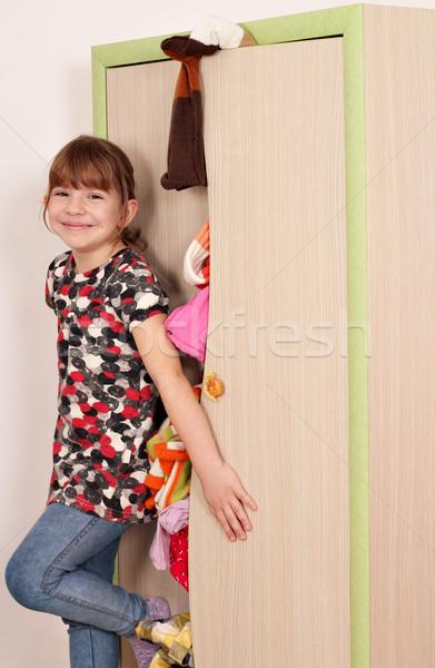 Mutlu küçük kız yakın dağınık klozet çocuklar Stok fotoğraf © goce