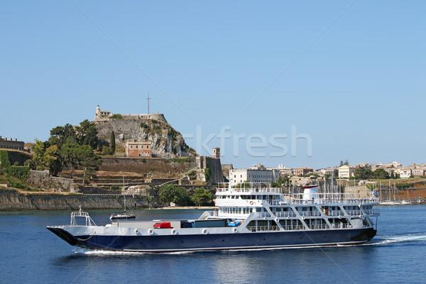 Traghetto barca vicino vecchio fortezza città Foto d'archivio © goce
