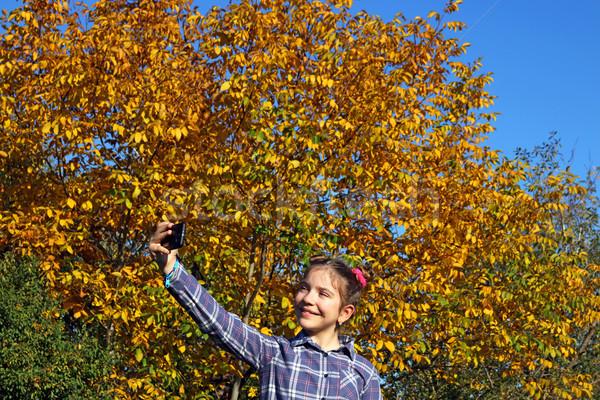 Heureux petite fille parc saison d'automne fille nature Photo stock © goce