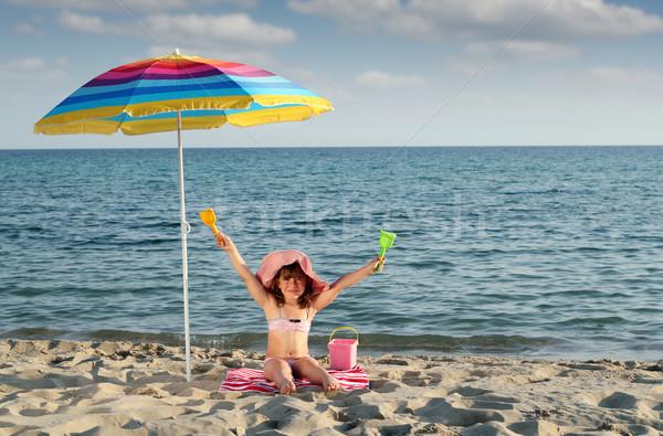 幸せ 女の子 座って サンシェード ビーチ ストックフォト © goce