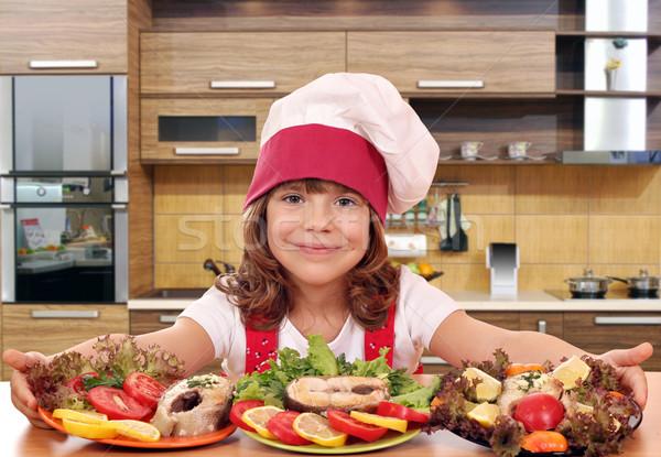 Belo little girl cozinhar preparado salmão frutos do mar Foto stock © goce