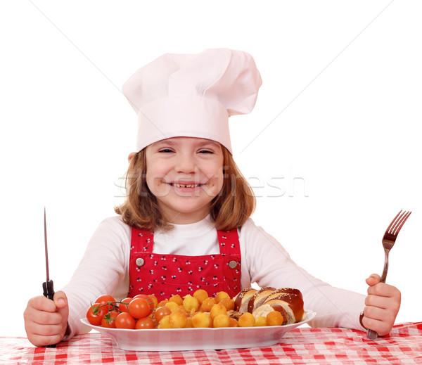 Mutlu küçük kız pişirmek yemek gurme gıda gülümseme Stok fotoğraf © goce