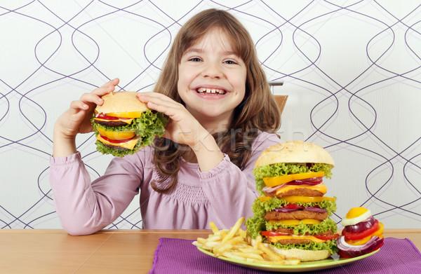 Aç küçük kız yemek hamburger gıda çocuk Stok fotoğraf © goce