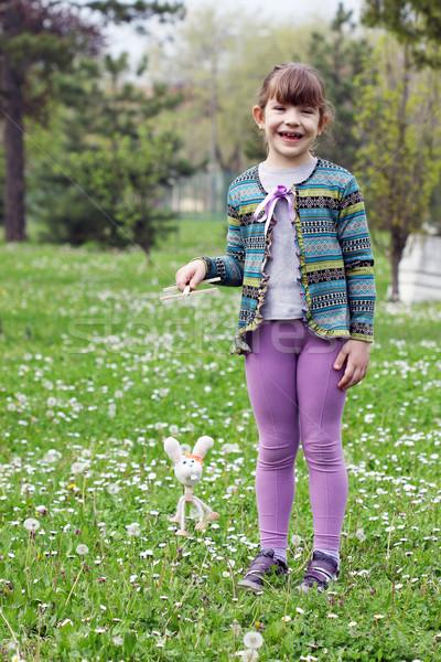 Boldog kislány játék fehér nyúl marionett Stock fotó © goce