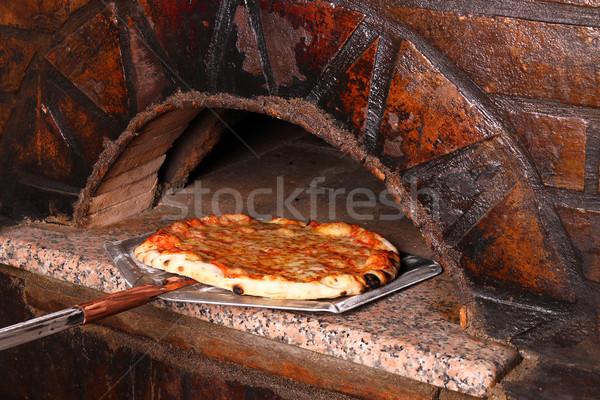 Lezzetli pizza tuğla fırın restoran peynir Stok fotoğraf © goce