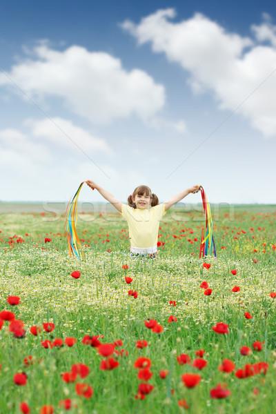 Feliz little girl flores silvestres prado flores menina Foto stock © goce