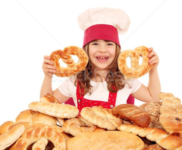 Mutlu küçük kız pişirmek tuzlu kraker kız Stok fotoğraf © goce