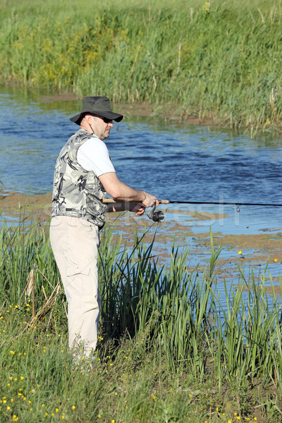 Pêcheur canne à pêche rivière poissons sport vert Photo stock © goce