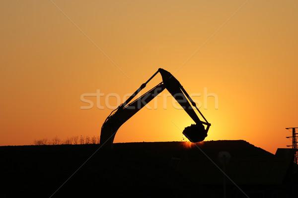 Kotrógép dolgozik építkezés sziluett égbolt nap Stock fotó © goce