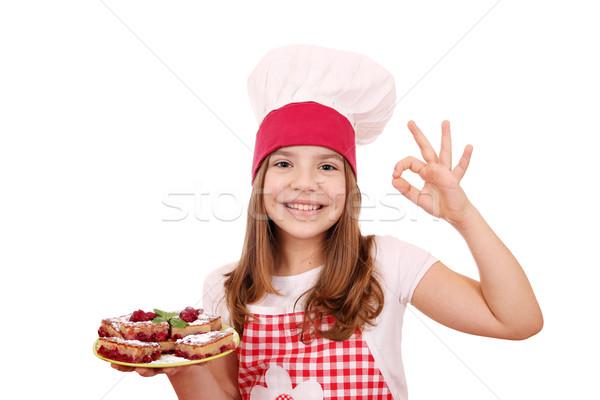 Zdjęcia stock: Szczęśliwy · dziewczynka · gotować · domowej · roboty · ciasto