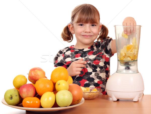 Gyönyörű kislány gyártmány gyümölcslé gyermek szépség Stock fotó © goce