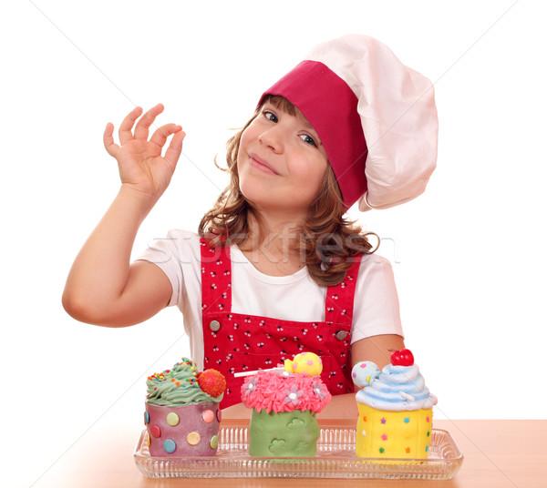 Zdjęcia stock: Dziewczynka · gotować · znak · ręką · żywności