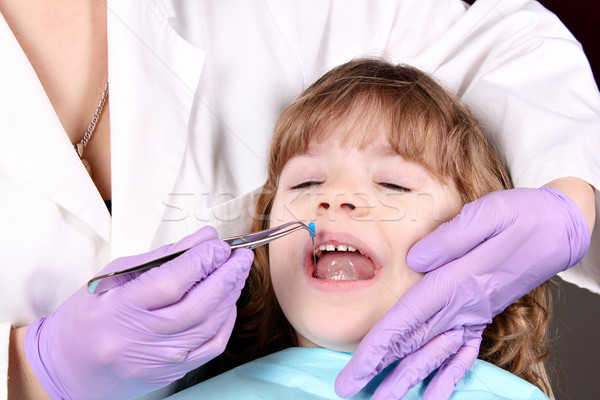 dentist treats tooth little girl Stock photo © goce