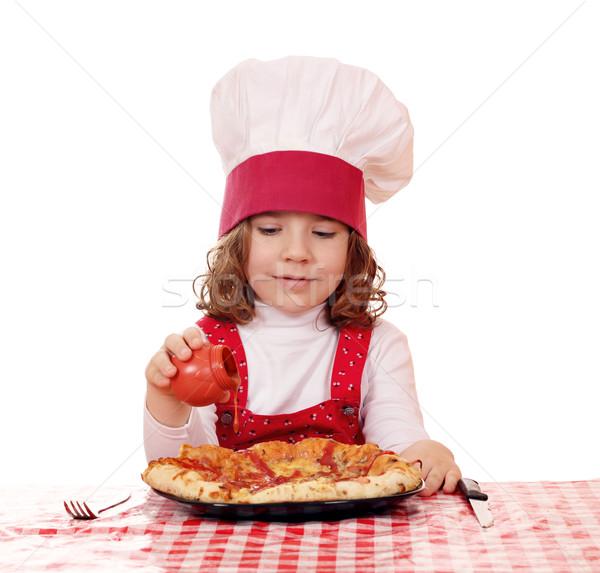 Nina cocinar salsa de tomate pizza sonrisa ninos Foto stock © goce