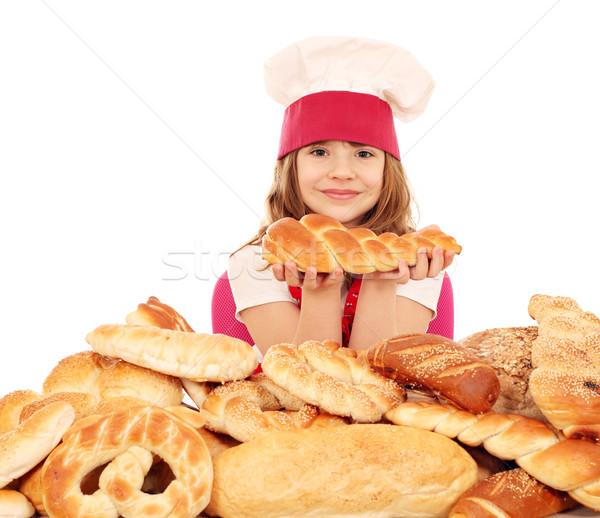 Küçük kız pişirmek tuzlu kraker ekmek kız Stok fotoğraf © goce