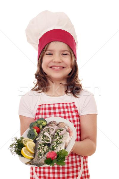 Boldog kislány szakács előkészített tányér mosoly Stock fotó © goce