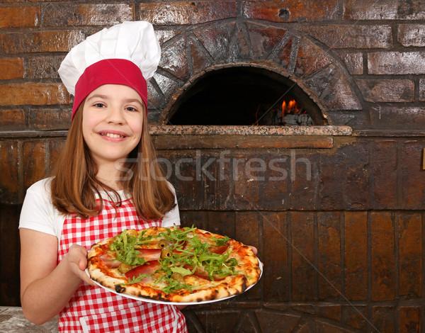 Mutlu küçük kız pişirmek pizza pizzacı çocuk Stok fotoğraf © goce