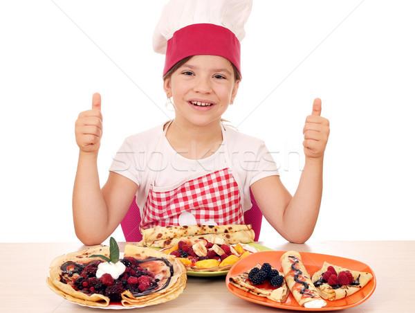 Feliz little girl cozinhar menina sorrir Foto stock © goce