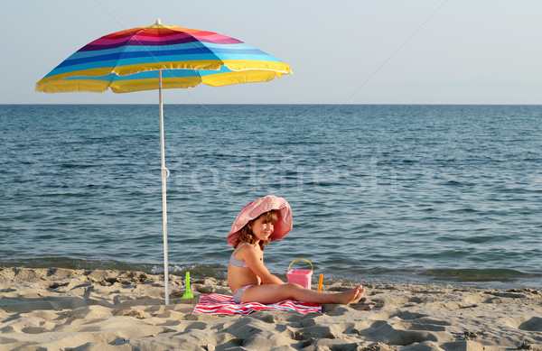 幸せ 女の子 座って サンシェード ビーチ 子 ストックフォト © goce