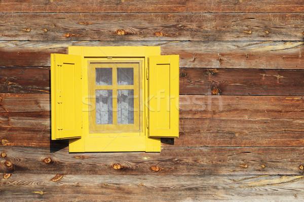 Geel venster houten hut muur textuur Stockfoto © goce