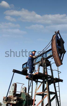Erős olajmunkás áll pumpa mező ipar Stock fotó © goce