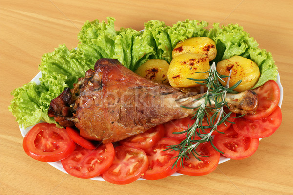 Stock photo: turkey drumstick with potatoes and salad