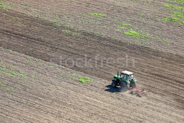 Trekker veld landbouw landschap boerderij machine Stockfoto © goce