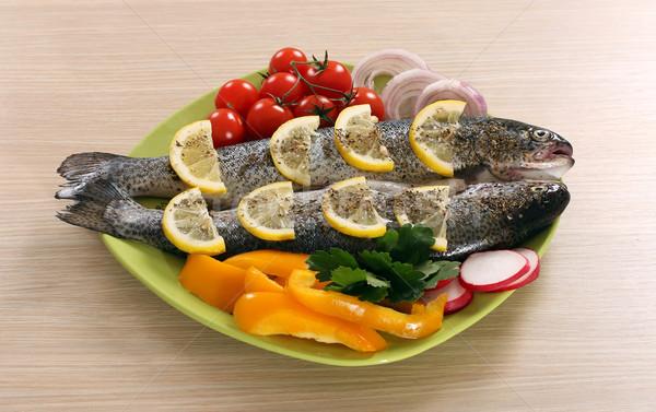 Preparado trucha limón ensalada placa peces Foto stock © goce