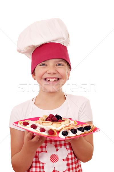 Boldog kislány szakács mosoly gyermek gyümölcs Stock fotó © goce