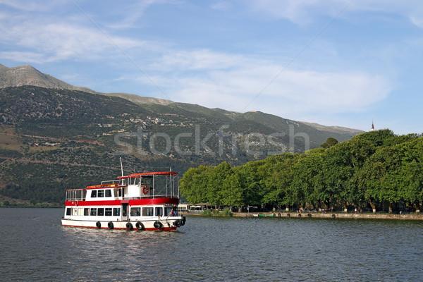 Navire lac Grèce ciel montagne été Photo stock © goce
