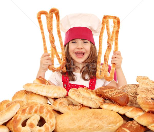 Foto stock: Feliz · little · girl · cozinhar · diferente · pão