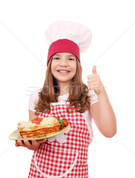 Feliz little girl cozinhar italiano lasanha polegar Foto stock © goce