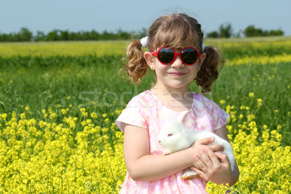 Little girl branco anão coelho flor Foto stock © goce