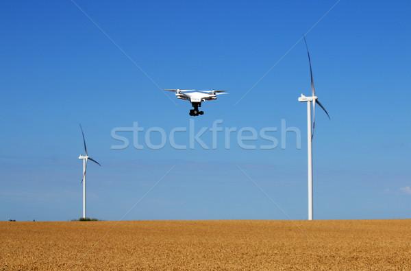 Repülés búzamező szélturbinák égbolt televízió tájkép Stock fotó © goce