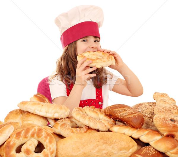Aç küçük kız pişirmek yemek tuzlu kraker kız Stok fotoğraf © goce