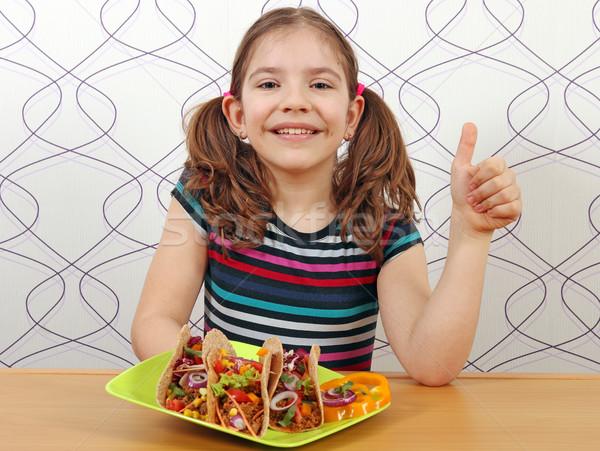 Mutlu küçük kız tacos başparmak yukarı gıda Stok fotoğraf © goce