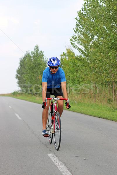 Férfi kerékpáros lovaglás bicikli út sport Stock fotó © goce