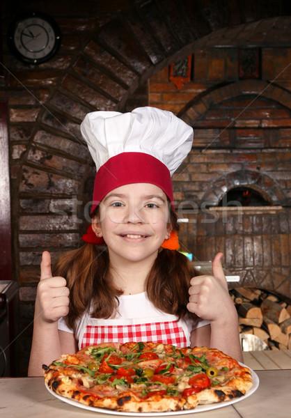 Gelukkig meisje kok pizza pizzeria Stockfoto © goce