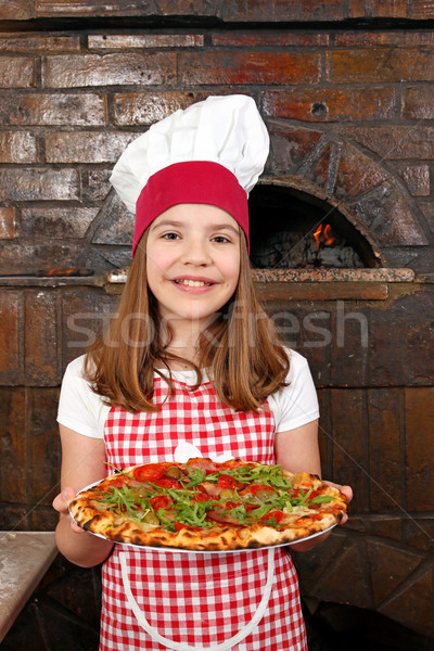 Gelukkig meisje kok pizza pizzeria meisje Stockfoto © goce