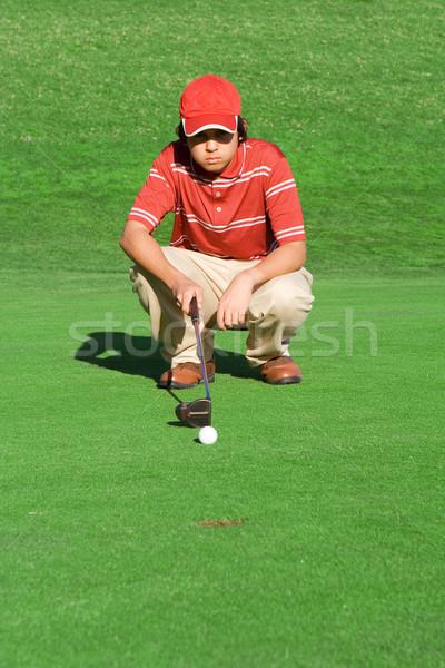 Joven jugando golf tiro hombre verde Foto stock © godfer