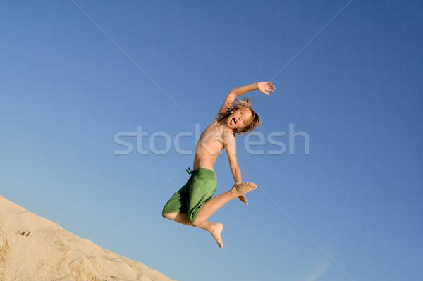 Zdjęcia stock: Szczęśliwy · dziecko · skoki · plaży · wakacje