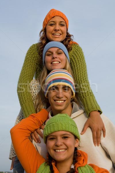Gyönyörű mosoly boldog tinédzserek tini tinédzserek Stock fotó © godfer